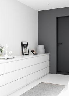 Paredes en tonos grises, dormitorio, Stylizimo