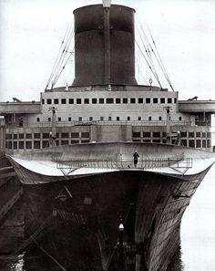 tumblogr: The SS Normandie in 1940 docked in New York harbor