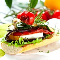 Greek vegetable sandwich Greek Meze, Greek Vegetables, Feta, Burger Recipes, Greek Recipes, Snack, Hot Dog Buns, Seafood, Sandwiches