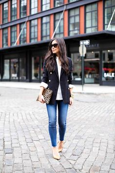 "awesome Inspiration look ""Day to night"" : Easy day to night look with a black blazer Classy Outfits, Casual Outfits, Cute Outfits, Fashion Outfits, Womens Fashion, Fashion Beauty, Khaki Blazer, Fall Winter Outfits, Winter Fashion"
