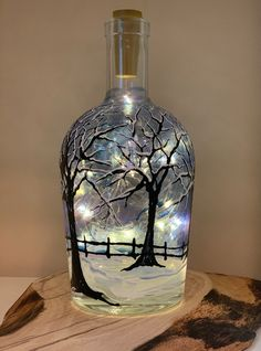Wine Bottle Art, Glass Bottle Crafts, Painted Wine Bottles, Lighted Wine Bottles, Diy Bottle, Bottles And Jars, Whiskey Bottle, Painted Jars, Decorated Wine Glasses