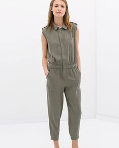 Zara military inspired jumpsuit Talk to me, Goose! Sleeveless jumpsuit with (p)leather details at the pockets, collar, and arm holes. Epaulet type snaps at the shoulders. Zara Jumpsuit, Jumpsuit Dress, Zara Overall, Hijab Stile, Hijab Fashion, Fashion Outfits, Sporty Outfits, Couture, Trousers Women