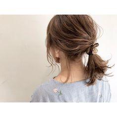 無防備な色っぽさ♡「後れ毛アレンジ」テクニック教えます! - LOCARI(ロカリ) Lob Hairstyle, Braided Hairstyles, Wedding Hairstyles, Cut My Hair, Hair Cuts, Kim Hair, Short Hair Ponytail, Hair Arrange, Japanese Hairstyle