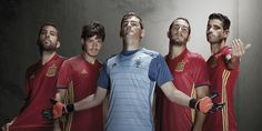 The new Spain Euro 2016 Kit boasts a traditional design with a unique graphic pattern. Released in November the new Spain Euro 2016 Home Jersey returns to the traditional shorts and socks colors of La Roja. Fifa Football, Football Kits, Football Jerseys, Football Fashion, Football Outfits, Steven Gerrard, Premier League, Spain National Football Team, Goalkeeper Shirts