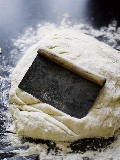 Tällä taikinalla pullat onnistuvat! Baking, Food, Patisserie, Bakken, Hoods, Bread, Meals, Backen, Sweets