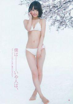 HKT宮脇咲良が小さな白水着で17歳のJKボディを堂々披露!ロリだけど意外にセクシー!へそ汚すぎワロタwww【エロ画像】