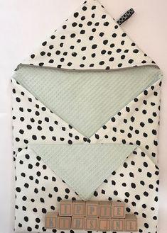 e hebt ze vast al langs zien komen, deze mooie omslagdoeken voor je kindje. Bij IppieKids.nl kun je er eentje kopen. Erg gemakkelijk, snel geleverd en lekker zacht! Maar mocht je nou wat meer tijd hebben en ook nog een beetje handig zijn met een naaimachine kun je er zelf eentje maken.