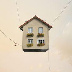 """""""Harmonie"""" série Flying Houses - Un clin d'œil à """"Là-Haut"""" le film d'animation de Pixar (sorti en 2009) - Photographie de Laurent Chéhère : http://www.laurentchehere.com/laurentchehere.com/BIO.html"""