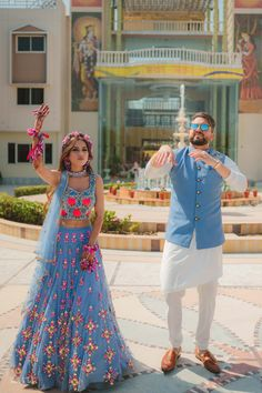 Wedding Dresses Men Indian, Indian Bridal Outfits, Indian Bridal Fashion, Indian Fashion Dresses, Dress Indian Style, Indian Wedding Photography Poses, Girl Photography, Couple Wedding Dress, Wedding Lehenga Designs