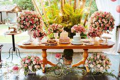 Wedding Cake Tables Beautiful Photos + Tips) Wedding Table, Our Wedding, Wedding Cakes, Dream Wedding, Flower Decorations, Wedding Decorations, Table Decorations, Simple Weddings, Romantic Weddings