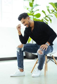 Mens Casual Dress Outfits, Formal Men Outfit, Stylish Mens Outfits, Teaching Mens Fashion, Mens Photoshoot Poses, Estilo Jeans, Smart Casual Men, Photography Poses For Men, Mens Clothing Styles