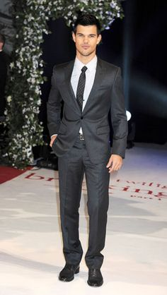 Taylor Lautner    teenvogue.com