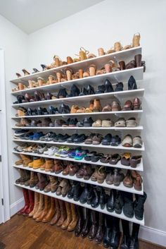 19 Ways to Organize Your Shoe Clutter on a Tight Budget Here's 19 shoe storage and organization hacks that are worth trying even if you are on a budget. You will love these DIY shoe organizer ideas! Diy Shoe Storage, Diy Shoe Rack, Closet Storage, Storage Ideas, Organization Ideas, Shoe Racks, Storage Solutions, Storage Design, Bedroom Storage