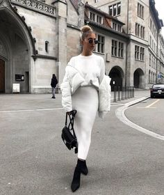 Image in Classy Fashion collection by Blaq on We Heart It Fashion Mode, Look Fashion, Autumn Fashion, Fashion Outfits, Girl Fashion, Womens Fashion, Fashion Trends, Fashion News, Monochrome Fashion