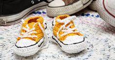 Virkkasin tilauksesta minikokoiset Converset.      Aika herkut ja pienettulikin ...      Lankoina Dropsin Safran ja Novitan Huvila, virk... Marimekko, Knit Crochet, Baby Shoes, Knitting, Kids, Clothes, Fashion, Young Children, Outfits