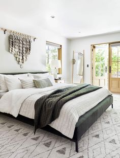 Mountain House Reveal: Our Soft Yet Secretly Sultry Downstairs Guest Bed + Bath - Emily Henderson Make Your Bed, How To Make Bed, Contemporary Bedroom, Modern Bedroom, Modern Bedding, Luxury Bedding, Eclectic Bedrooms, Contemporary Kitchens, Narrow Bedroom