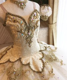 The latest dancewear and high-ranked leotards, move, touch and ballerina shoes, hip-hop clothing, lyricaldresses. Tutu Ballet, Ballet Dancers, Ballerina Shoes, Costumes Avec Tutu, Dance Costumes, Nutcracker Ballet Costumes, Baby Costumes, Dance Outfits, Dance Dresses