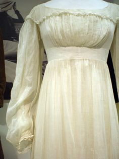 White Cotton Muslin Dress, ca.1815, Bath Fashion Museum--OK, this is a gorgeous transition piece between Regency and Romance. I want it!!!