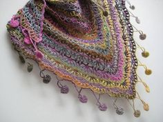 bufanda triangular a crochet ravelry ile ilgili görsel sonucu Bonnet Crochet, Crochet Poncho, Knit Or Crochet, Crochet Scarves, Crochet Crafts, Crochet Clothes, Crochet Stitches, Crochet Projects, Ravelry
