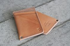 Natural Minimal Handcrafted Leather Wallet // slim by by fullgive Minimalist Leather Wallet, Slim Leather Wallet, Leather Card Case, Leather Projects, Leather Crafts, Free Monogram, Credit Card Wallet, Leather Journal, Leather Design
