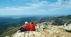 Türkisfarbene Buchten und malerisches Gebirge - ob aus der Nähe oder Vogelperspektive: Mallorca ist die beliebteste Insel der Deutschen. Wanderungen an der Küste und in das Gebirge der Baleareninsel bieten optimale Ausflugsmöglichkeiten. FOCUS Online stellt Ihnen fünf Wege vor.