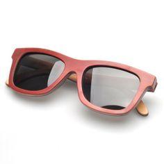 Des #lunettes de soleil #rouge! On craque à 100% une #mode incroyable! Vous allez adorer!  ! à voir sur http://www.lunettesenbois.com