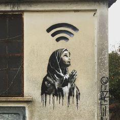 ezk - ericzeking - street art avenue - mosaic - chartres #streetart #graffiti