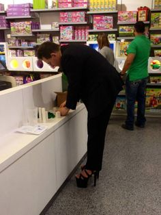 :) Just your average businessman wearing hooker heels in the Lego store. [OC] - Check out loads of funny viral images. Funny Baby Images, Funny Pictures For Kids, Funny Kids, American Funny Videos, Funny Dog Videos, Justin Bieber Jokes, Indian Funny, Best Funny Photos, Lego Store
