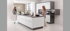 Cocina Blanco mate suave. http://www.thesingularkitchen.com/cocinas-premium/cocina-diseno-gris-sin-tirador-460.html#.U_b3o7x_tzo