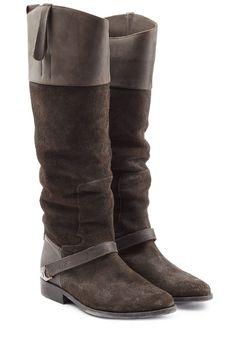 #Golden #Goose #Schaftstiefel aus #Veloursleder #> #Braun für #Damen - Eins beherrschen die dunkelbraunen Overknees aus Veloursleder von Golden Goose aus dem Effeff: den Eqüstrian > Chic!  >  Dunkelbraunes Veloursleder, Zugschlaufen, ovale Zehenkappe, Lederriemen im Reiter > Look  >  Innen >  und Laufsohle aus Leder, Blockabsatz  >  Stylen wir mit Skinny Jeans und einem locker geschnittenen Kaschmirpullover
