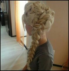 Absolutely loving this! Elsa hair from the animation Frozen. Want to learn how to do this. Just in case I ever grow my hair out lol ; Mod's Hair, Hair Dos, Love Hair, Great Hair, Awesome Hair, Pretty Hairstyles, Wedding Hairstyles, Frozen Hairstyles, Braided Hairstyles