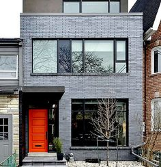 LOVE this gray stained brick and orange door! Exterior Gris, Modern Exterior, Exterior Design, Grey Brick Houses, Modern Brick House, Townhouse Exterior, Modern Townhouse, Painted Brick Exteriors, Stained Brick Exterior