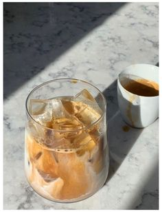 Aesthetic Coffee, Aesthetic Food, Cute Food, Yummy Food, Bebidas Do Starbucks, Food Porn, But First Coffee, Snacks, Iced Coffee