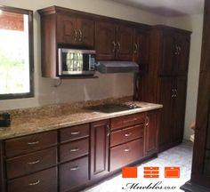 Cocina de madera cedro, módulo aéreo con mueble para microondas ...
