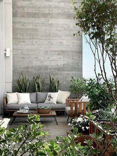 Une terrasse en longueur design et contemporaine