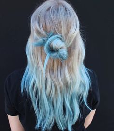 127 Neue Kühle Haarfarben Ausprobieren Im Jahr 2020 Had enough of your old hair color! What if you think about changing your hair color? Blonde And Blue Hair, Blue Tips Hair, Hair Dye Tips, Dyed Blonde Hair, Dye My Hair, Light Blue Ombre Hair, Tip Dyed Hair, Ombre Hair Dye, Hair Color Tips