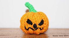 Grusel-Kürbis für Halloween - gratis Häkel-Anleitung auf www.weanerantn.at Pumpkin Carving, Crochet, Holiday, Art, Fall Halloween, Tutorials, Art Background, Vacations, Carving Pumpkins