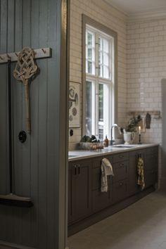 Classic Home Decor .Classic Home Decor Classic Home Decor, Cute Home Decor, Cheap Home Decor, Classic House, Vintage Kitchen, New Kitchen, Kitchen Decor, Kitchen Dining, Interior Design Kitchen