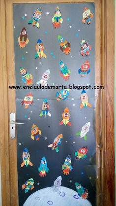 In Marta& classroom: Decoration of the class door: space! Space Theme Preschool, Space Theme Classroom, Preschool Door, Space Activities, Classroom Door, Classroom Design, Preschool Classroom, Decoration Creche, Class Decoration