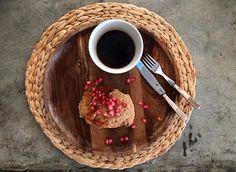 Autumn Breakfast... [pancakes + pomegranate + ☕️] #omeucafédamanha #darlingweekend #morningculture #adoremycupofcoffee