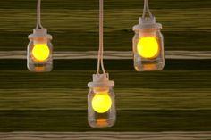 Na hora de reutilizar, os potes de vidro são muito mais versáteis – eles podem ser usados como porta velas, vasos, e até luminárias.