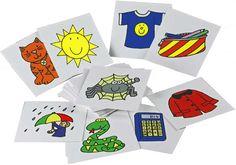 私たちは、 「ランとタッチ」をプレイするためにフラッシュカードを使用しています。子供たちは床に座って、グループ内のメモリのゲームをプレイ。