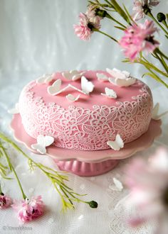 i seen as birthday canke and wedding up to you its just a pretty cake!  Kaunis pitsikakku ja kiva vadelmatäyte Kinuskikissa