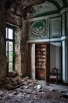 Chateau Ricardo   Flickr - David Van Bael