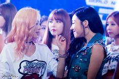 @SpeedHan ใครดูแล้วยิ้มตามยกมือขึ้น ~~~~ \^-^/  150723 Taeyeon Tiffany Mcountdown