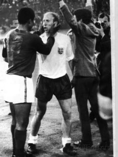 Bobby Charlton of England and Eusebio Portugal After the World Cup Semi Final in 1966 Lámina fotográfica