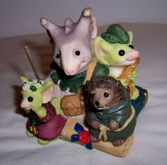 How have I never seen this one before?!  So want!!!  Pocket Dragons - The Merry Band