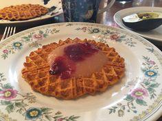 Glutenfria matvåfflor med sötpotatis Blenders, Yogurt, Waffles, Breakfast, Food, Morning Coffee, Mixer, Essen, Waffle
