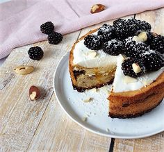 Deze glutenvrije mango cake is toch wel een smaakmaker in de keuken. Aangevuld met de lactosevrije cheesecake topping en een bramen decoratie!