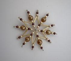 Vánoční hvězda z korálků ,,čokoláda ,, 5 ,, Vánoční hvězdička z korálků a perliček na pevné drátěné konstrukci , velikost 9cm v barvách smetanová čokoládová